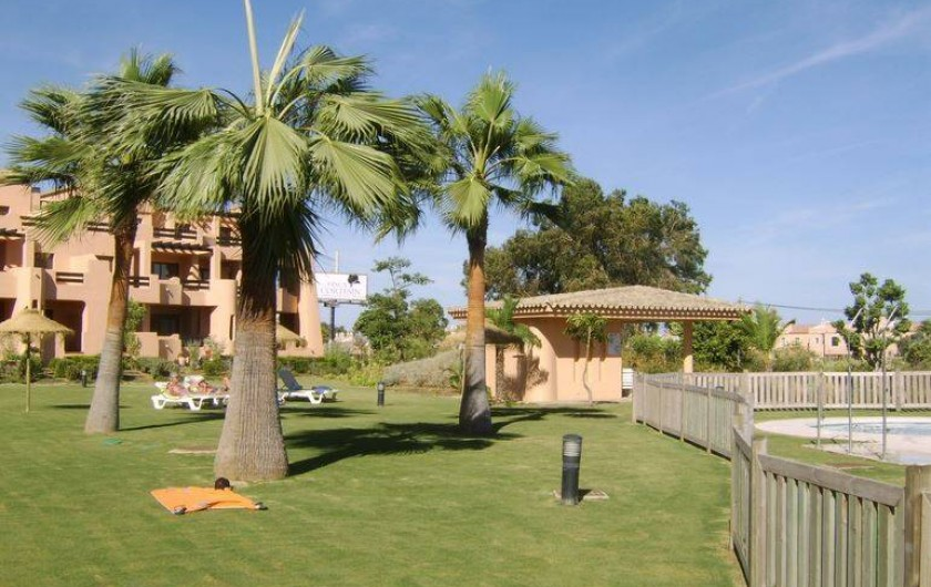 Location de vacances - Appartement à Marina de Casares - Une vue du jardin.