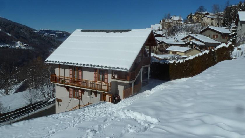 Le Chalet et son jardin/champ de neige, idéal pour les jeux des enfants