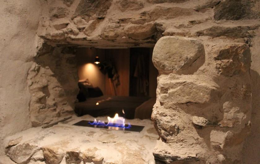 Location de vacances - Chalet à Saint-Gervais-les-Bains - Feu numero 1 dans la chambre en pierre et chaux