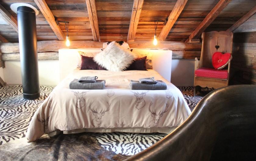 Location de vacances - Chalet à Saint-Gervais-les-Bains - chambre avec bain antique en cuivre