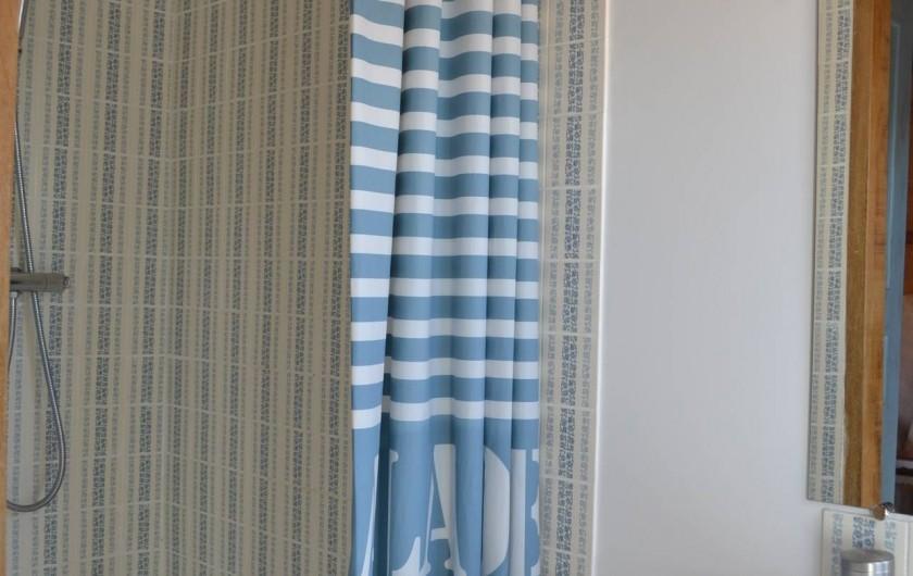 Location de vacances - Gîte à La Baconnière - Salle de douche chambre 2ème étage