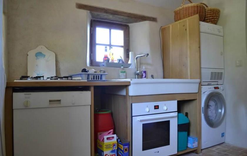 Location de vacances - Gîte à La Baconnière - Cuisine équipée (feux gaz, four électrique, lave vaisselle linge)