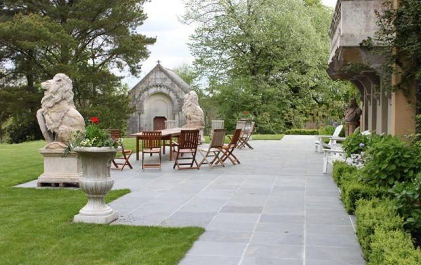 Location de vacances - Chambre d'hôtes à Sixt-sur-Aff - Terrasse derrière le château
