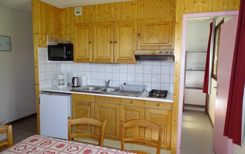 Location de vacances - Appartement à Chapelle-des-Bois - Coin cuisine tout équipé