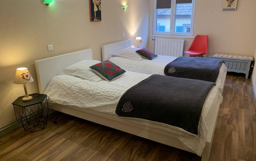Location de vacances - Appartement à Eguisheim - la deuxième chambre avec 2 lits pour 1 personne