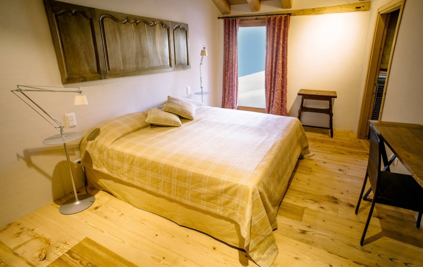 Location de vacances - Chalet à La Punt-Chamues-ch - Chambre matrimoniale avec balcon