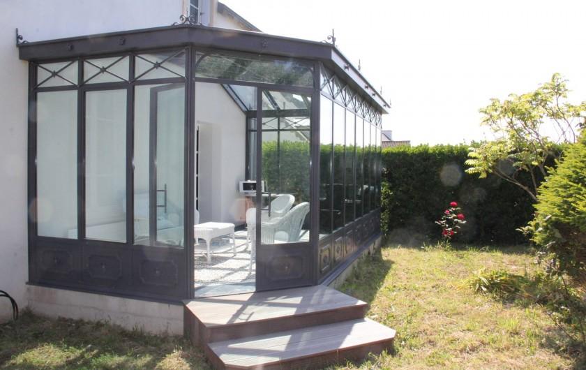 Location de vacances - Villa à Primelin - Véranda de style victorien par Turpin-Longueville. 18m². Orientée NORD.