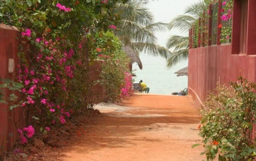 Location de vacances - Chambre d'hôtes à Saly - Accès à la plage