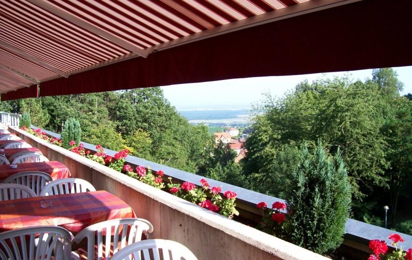 Location de vacances - Hôtel - Auberge à Husseren-les-Châteaux - Terrasse du Restaurant