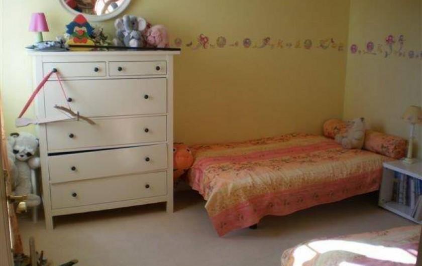 Location de vacances - Villa à Les Figons - la chambre jaune : 2 lits simples