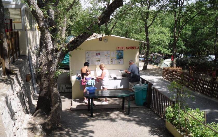 Location de vacances - Camping à Bauduen - 2ème sanitaire
