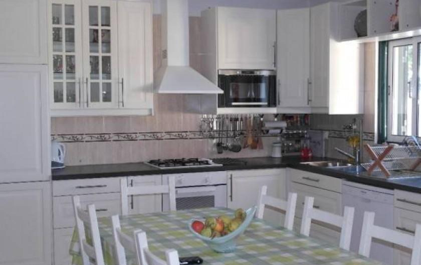 Location de vacances - Villa à Viseu - Cuisine de 50m2 carré pour pouvoir recevoir 8 personne