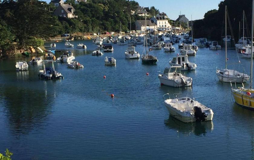Location de vacances - Appartement à Clohars-Carnoët - le port le soir marée haute, le coucher de soleil sur le séjour