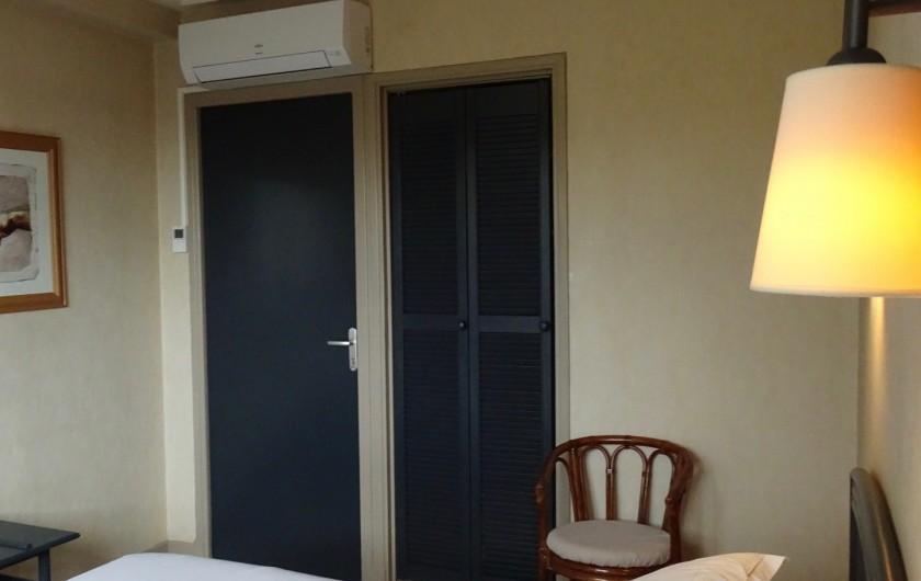 Location de vacances - Hôtel - Auberge à Albi - Placard et accès salle de bain