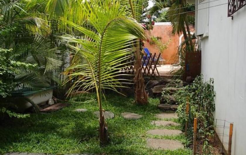 Location de vacances - Villa à La Saline-Les-Bains - Jardin côté gauche