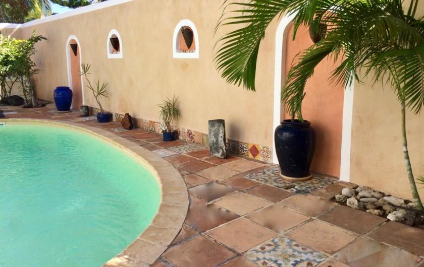 Location de vacances - Villa à La Saline-Les-Bains - Mur piscine