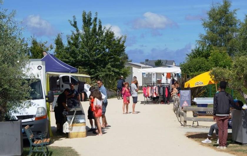 Location de vacances - Bungalow - Mobilhome à Saint-Benoît-des-Ondes - le marché (juillet-août)