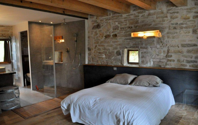 Location de vacances - Mas à Barjac - suite parentale avec salle de bain douche italienne et dressing