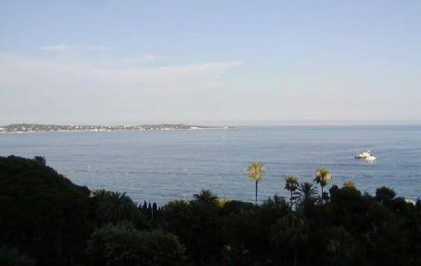 Location de vacances - Appartement à Vallauris - vue vers le Cap d'Antibes