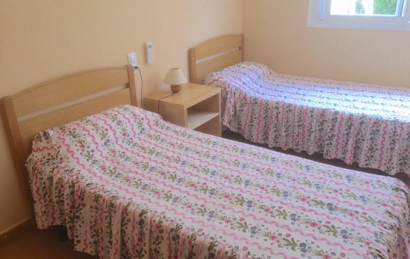 Location de vacances - Appartement à Canet d'en Berenguer - Chambre 2 - 2 lits 90cm - Armoire penderie