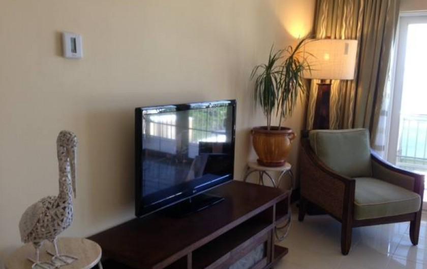 Location de vacances - Appartement à Oyster Pond - TV du salon