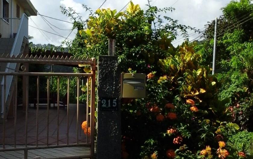 Location de vacances - Appartement à Saint-Joseph - Entrée de la maison