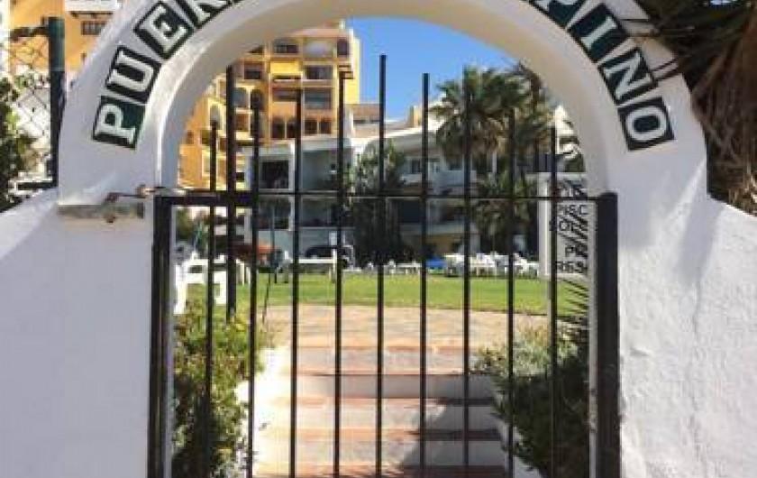 Location de vacances - Appartement à Urbanización Cabopino - Une des entrée de la propriété avec code d'accès 6789