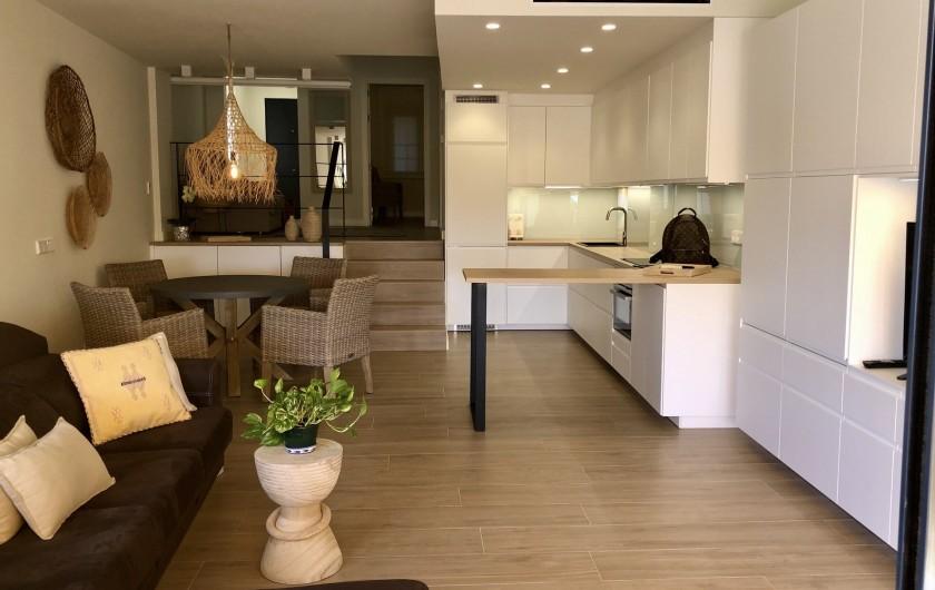 Location de vacances - Appartement à Urbanización Cabopino - Vaste pièce à vivre : salon, salle à manger et cuisine ouverte !