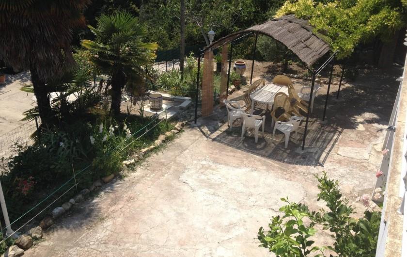 Location de vacances - Villa à Cantaron - La petite tonnelle pour les repas
