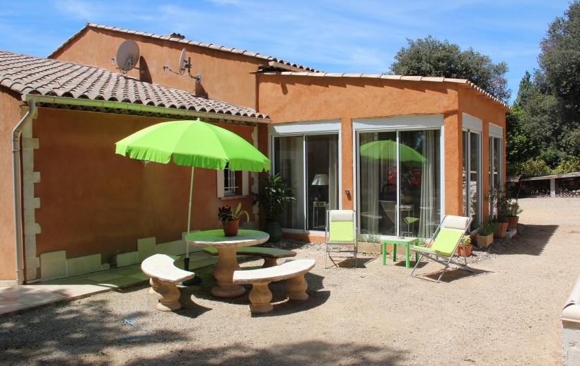Location de vacances - Gîte à Régusse - Coin terrasse studio 40m2