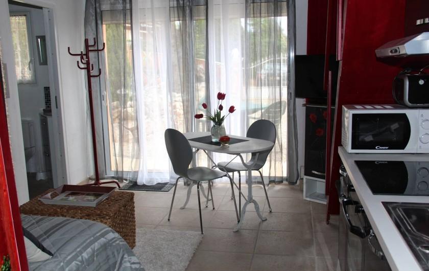 Location de vacances - Gîte à Régusse - Coin cuisine studio 20m2