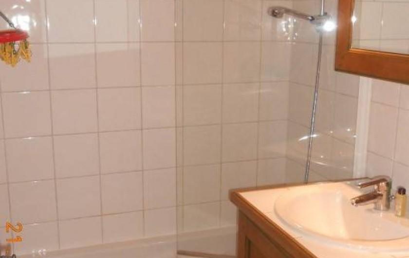 Location de vacances - Appartement à Villard-sur-Doron - Salle de bains, avec le lave-linges
