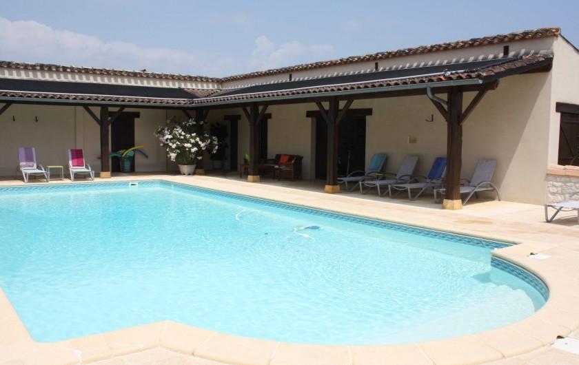 Location de vacances - Gîte à Saint-Aubin - Piscine privée avec un grand bassin