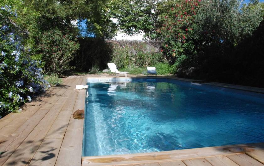 Location de vacances - Mas à Marseille - Piscine et jardin