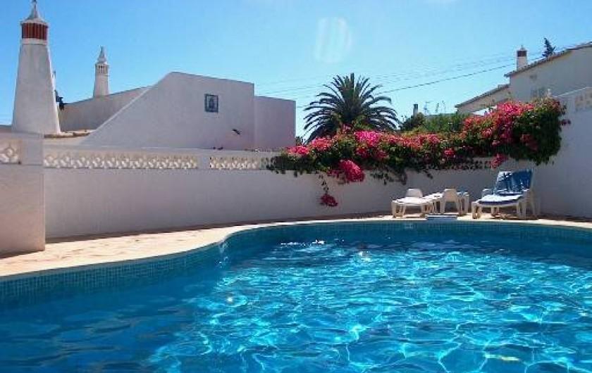 Location de vacances - Chalet à Luz - Piscine,  villa en arrière plan