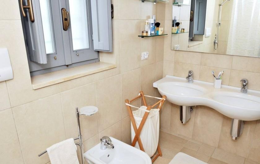 Location de vacances - Villa à Ceglie Messapica - salle de bain privée avec bain