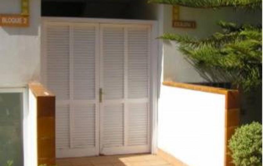 Location de vacances - Appartement à Platja d'Aro - Façade Nord avec entrée