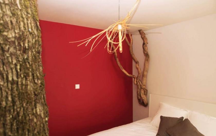 Location de vacances - Cabane dans les arbres à Saint-Vérain - Le Nid sur l'Eau, capacité : 2 adultes et 4 enfants