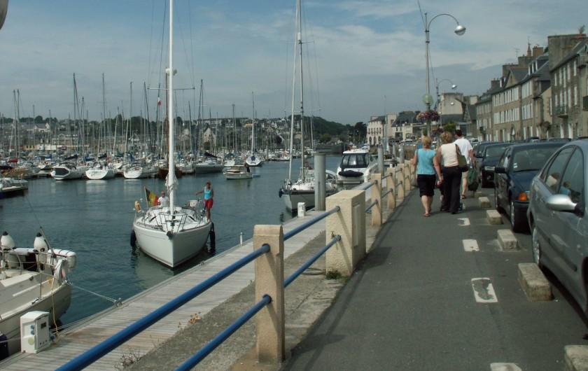 Location de vacances - Appartement à Binic - Promenade sur le port pour rejoindre le coeur de  la station