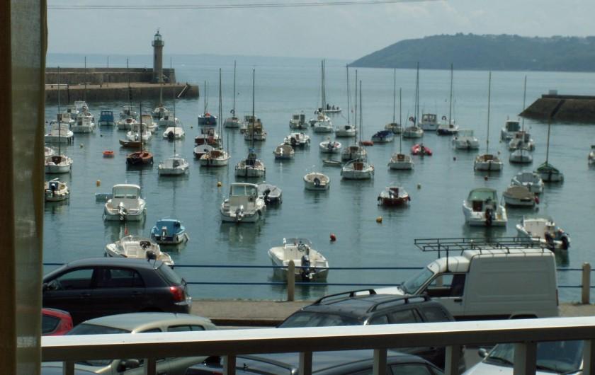 Location de vacances - Appartement à Binic - Le port   vue de l'appartement, le phare  , la baie de Saint-Brieuc