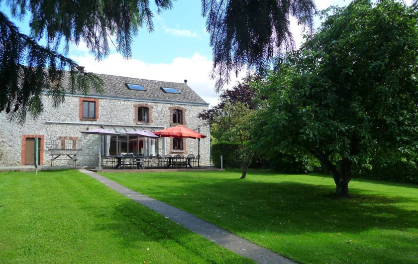 Location de vacances - Gîte à Humain - Le jardin avec la terrasse