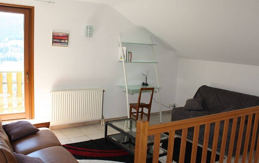 Location de vacances - Gîte à Cleurie - A l'étage pièces salon lecture, avec BZ  et accès au balcon expose plein sud.