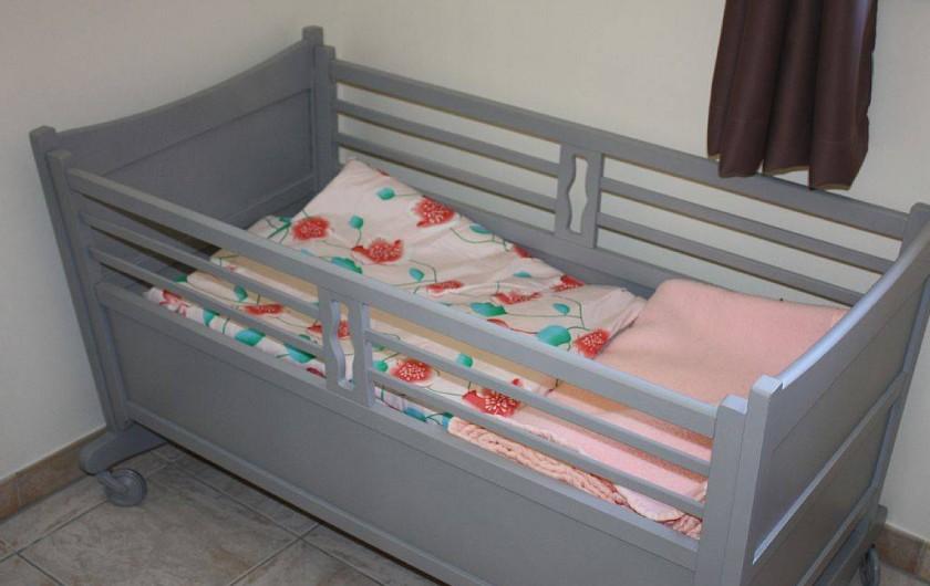 Location de vacances - Gîte à Cleurie - Equipement pour bébé avec lit mobile,  chaise haute.