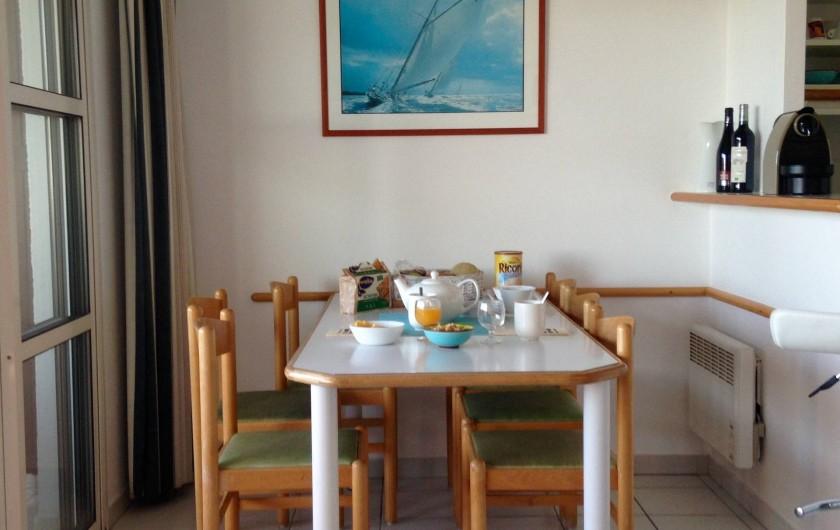 Location de vacances - Appartement à Agay - Coin repas, traversant et ombragé.. fraicheur!!!