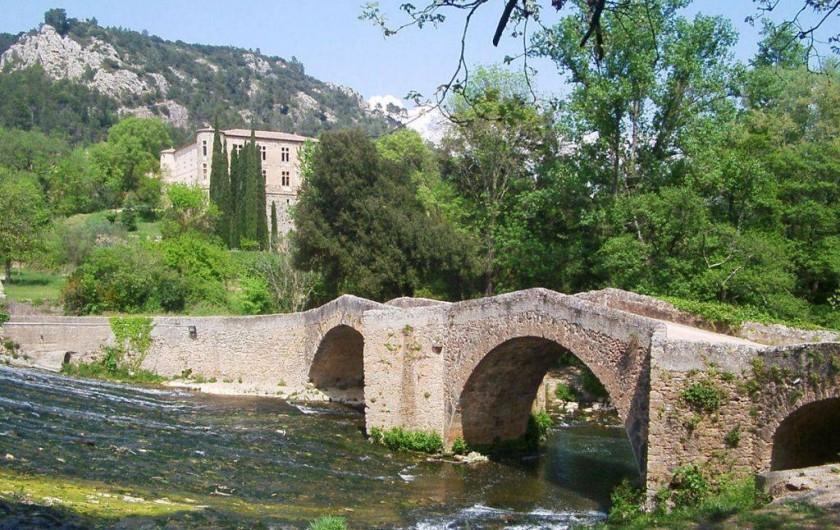 Location de vacances - Villa à Vins-sur-Caramy - Pont et château de Vins-Sur-Caramy