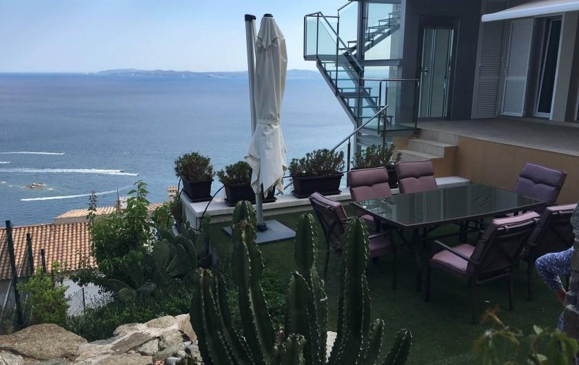 Location de vacances - Villa à Roses - jardin dur mer