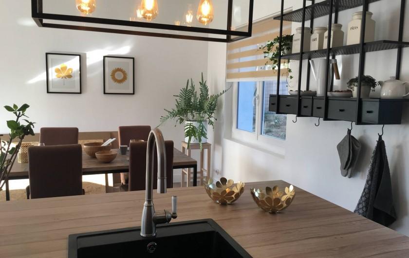 Location de vacances - Villa à Aigues-Vives - Kitchen / dining room