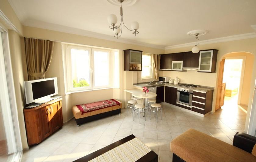 Location de vacances - Appartement à Fethiye - Salon avec coin cusine