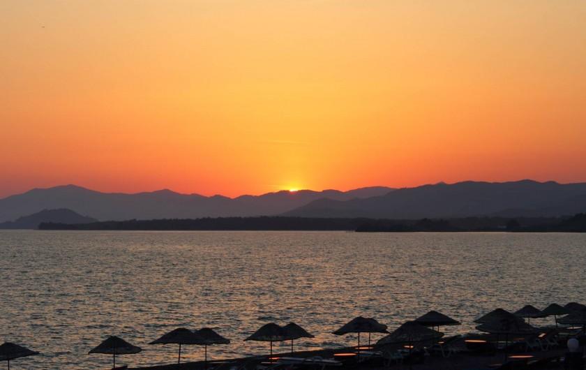 Location de vacances - Appartement à Fethiye - Le fameux coucher de soleil de Calis Beach - inoubliable!