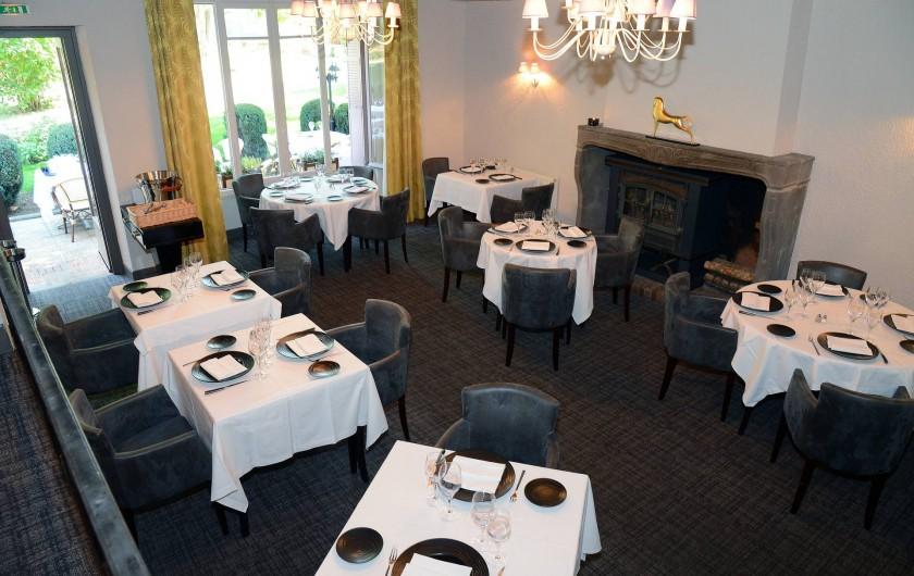 Location de vacances - Hôtel - Auberge à Thiers - La deuxième salle avec la cheminée